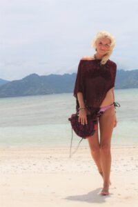 Damen Strick Poncho als Bikini Überwurf
