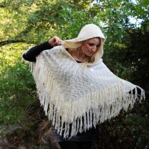warmer Poncho mit Kapuze Fransen Winter Herbst