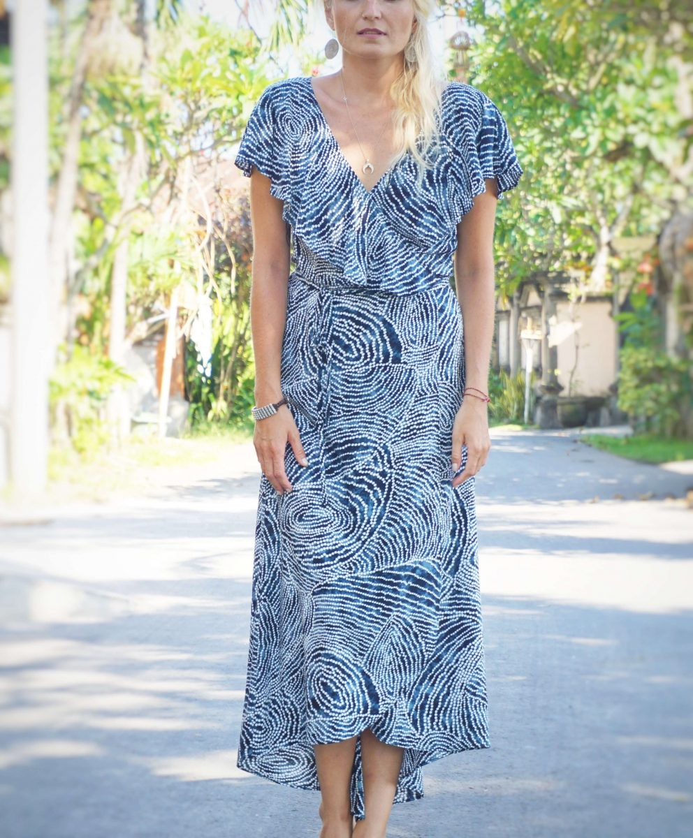 "maxi wrap dress with flounce ""loving you is easy"" blue white dots -  weltentänzer berlin"