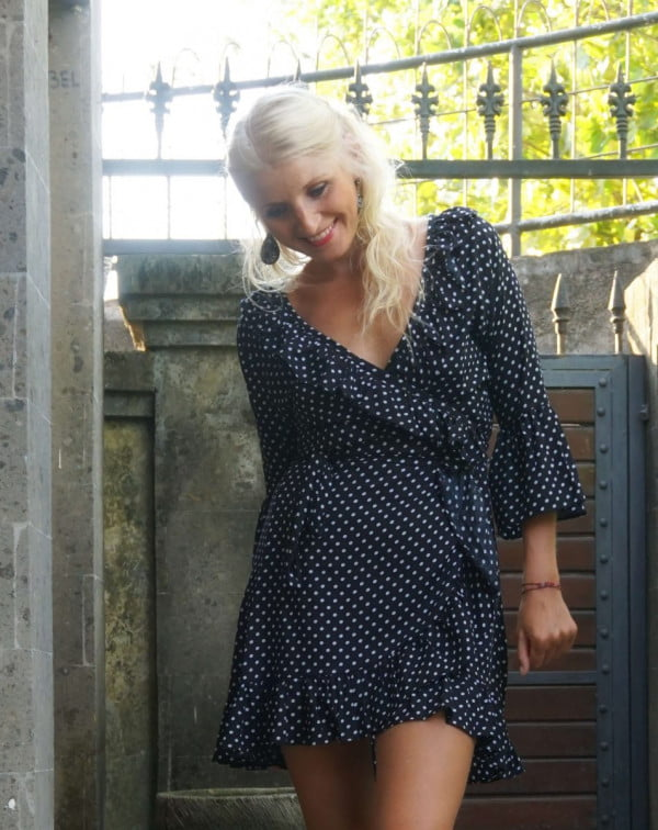 Polka Dot Punkte Tupfen Mini Kleid Trompetenärmel Glockenärmel Schwarz Kleid Volant Rüschen Kurz