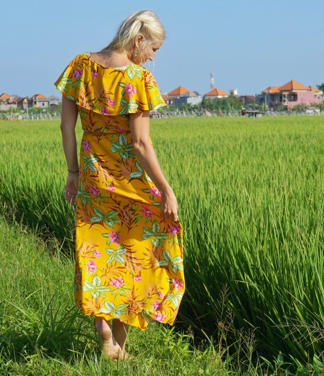"maxi wrap dress with flounce ""loving you is easy"" yellow - weltentänzer  berlin"