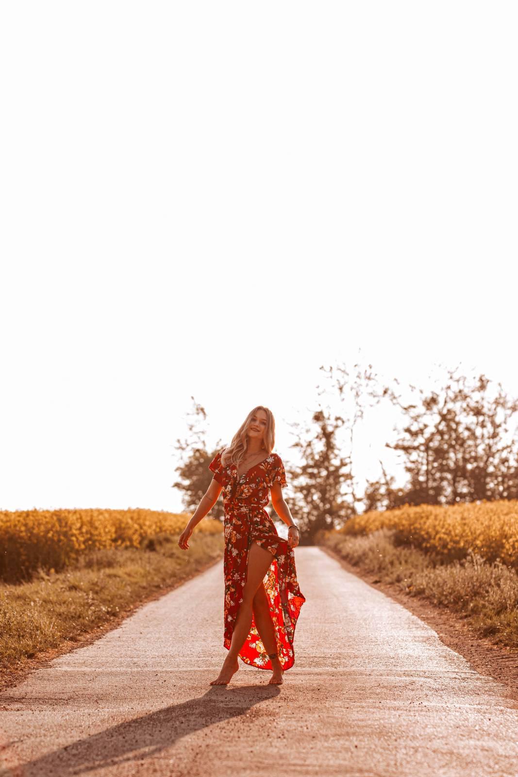 Rotes Kleid mit Blumen Ibiza Style