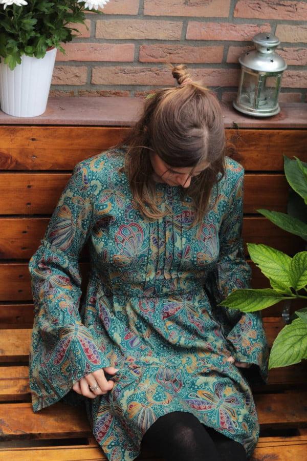 Boho Outfit kurzes Kleid Langarm mit Trompetenärmel