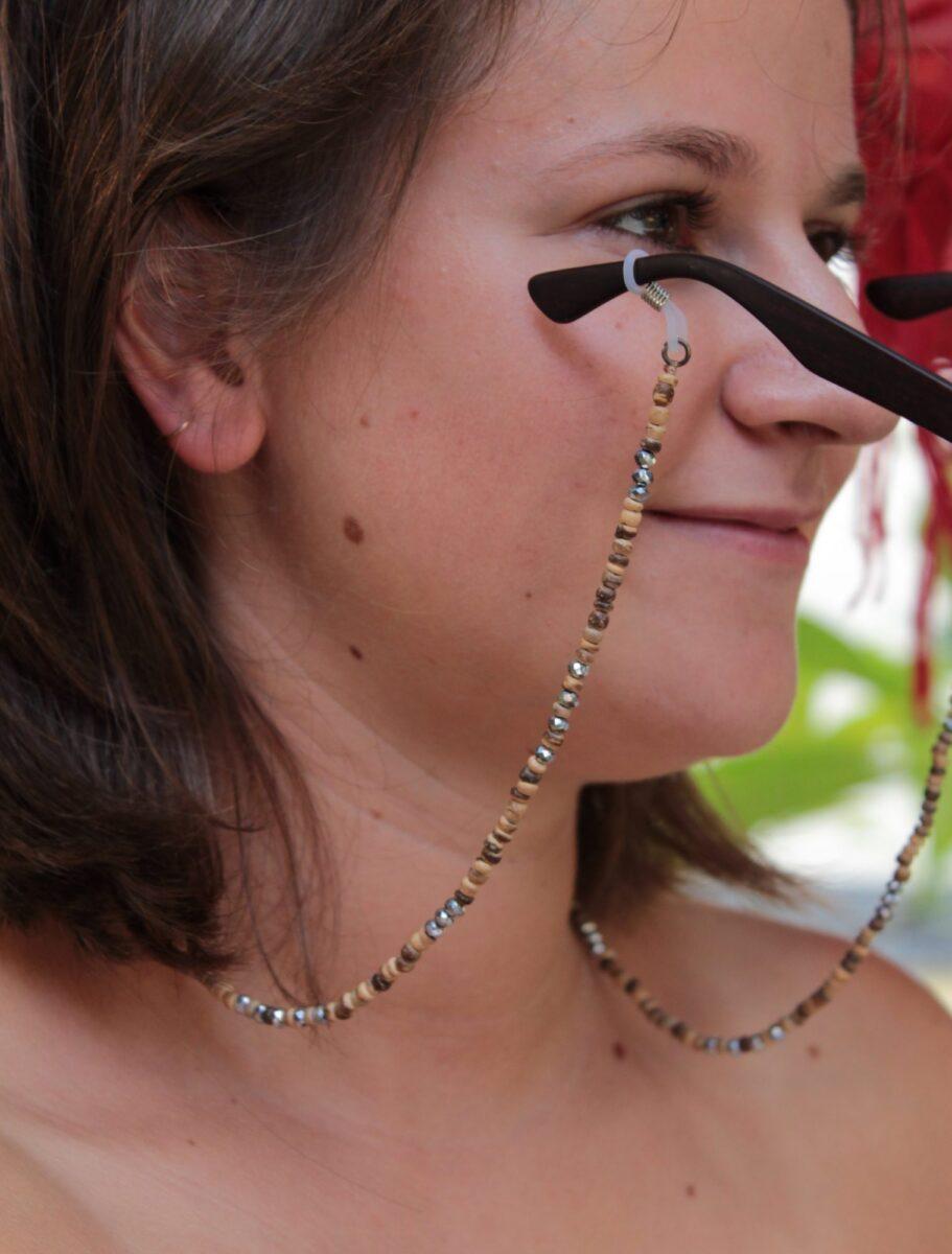 Brillenkette aus Holzperlen und Glitzersteinen Gypsy Style