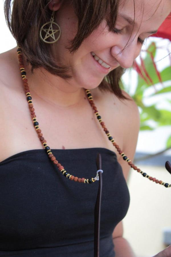 Brillenkette Rudraksa Lavastein Meditation Yoga Hippie Style