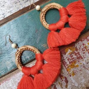 bunt Rattan Quasten Boho Ohrringe Farbe Koralle Rot Sommer Ohrringe