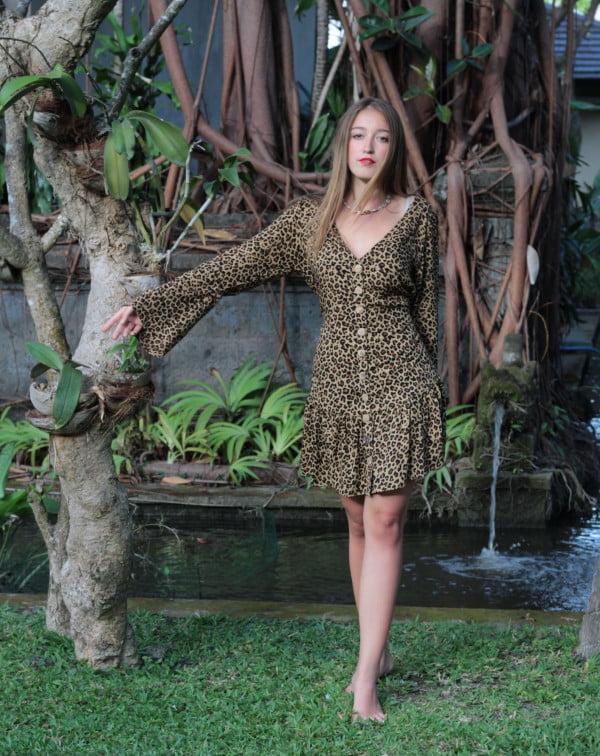 Boho Kleid Kurz mit Volantsaum langärmelig Leoparden Muster