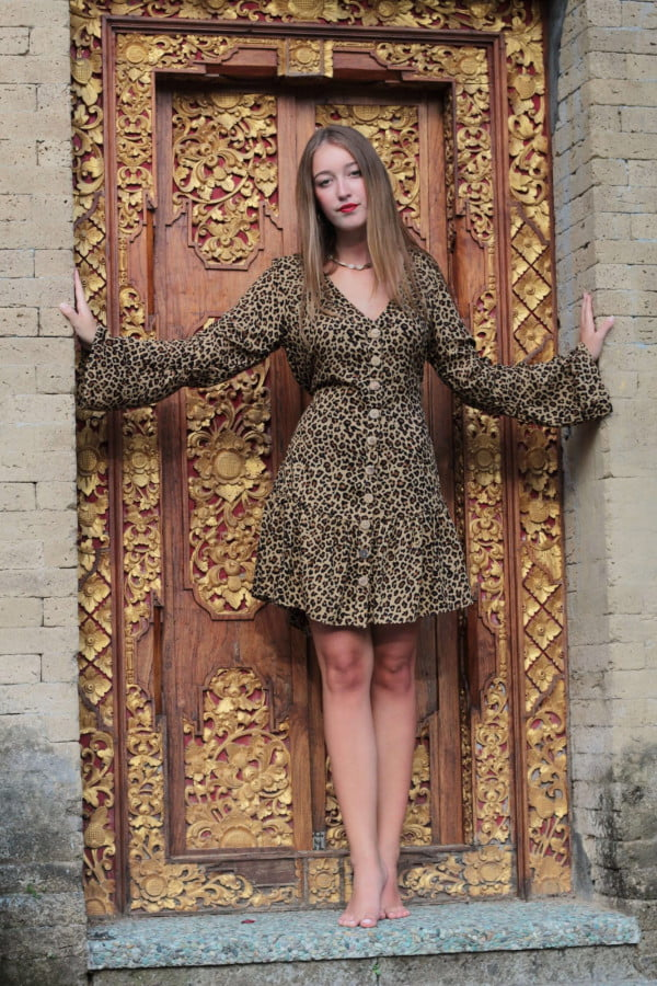 Tunika Kleid mit Knöpfen Leo Print