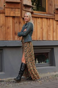 Boho Herbst Winter Outfit Maxikleid Blumenmuster