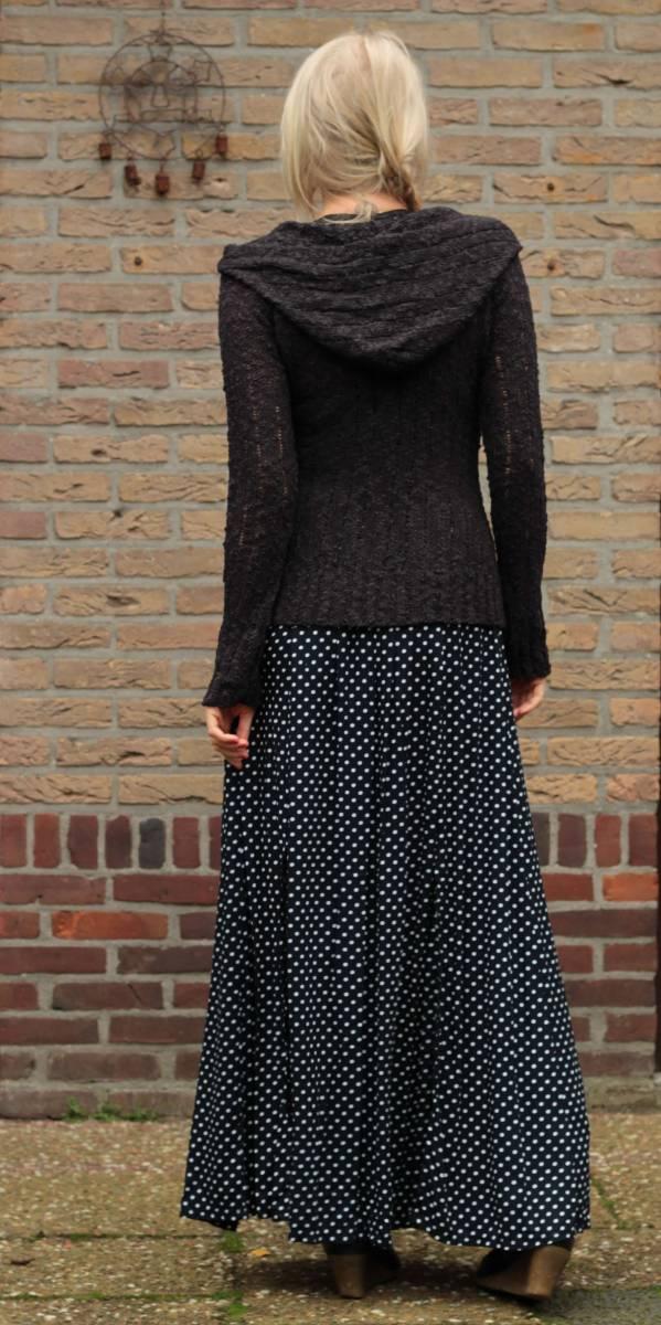 Enger Pullover mit Kapuze schwarzEnger Pullover mit Kapuze schwarz