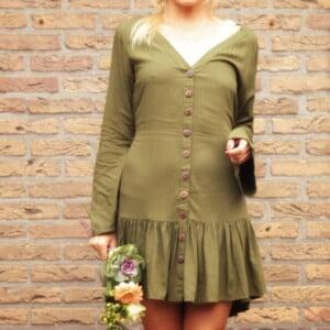 Boho Kleidung Online Shop V-Ausschnitt Knöpfe Kleid Volant Saum Khaki