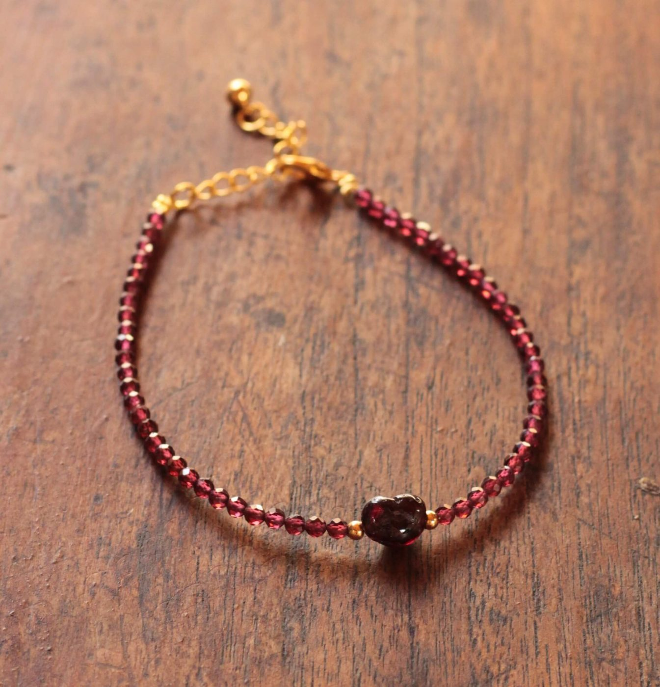 Weihnachtsgeschenk für die Frau Edles Armband mit Echtstein Granat dem Stein der Liebe