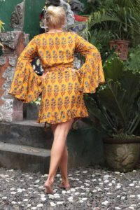 Boho Kleider Ibiza Style Wickelkleid mit langen Trompetenärmeln Senf-Gelb Here Comes the Sun (8)