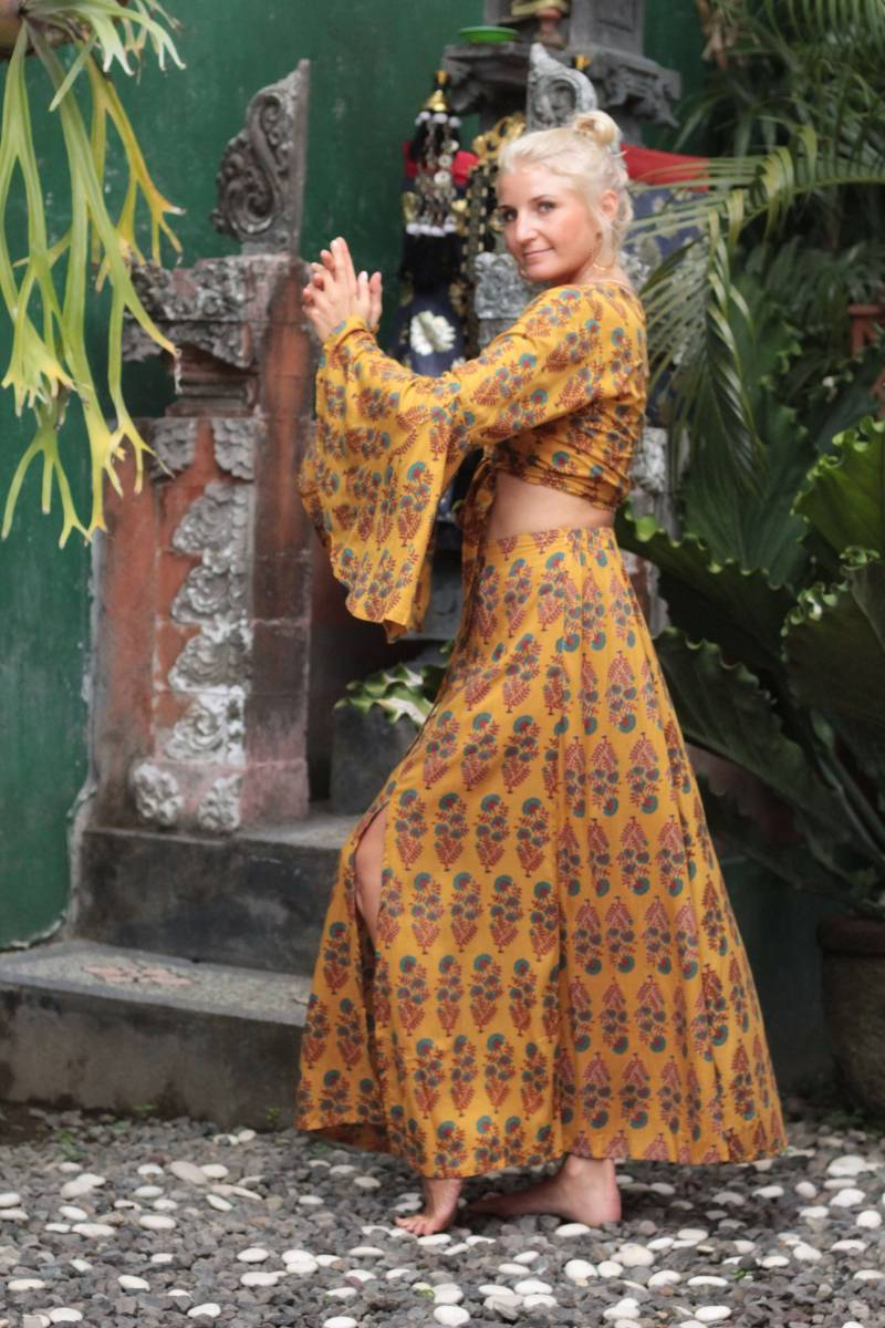 Boho Sommer Outfit Crop Wickelbluse mit Trompetenärmel und Maxirock Zweiteiler Boho Style