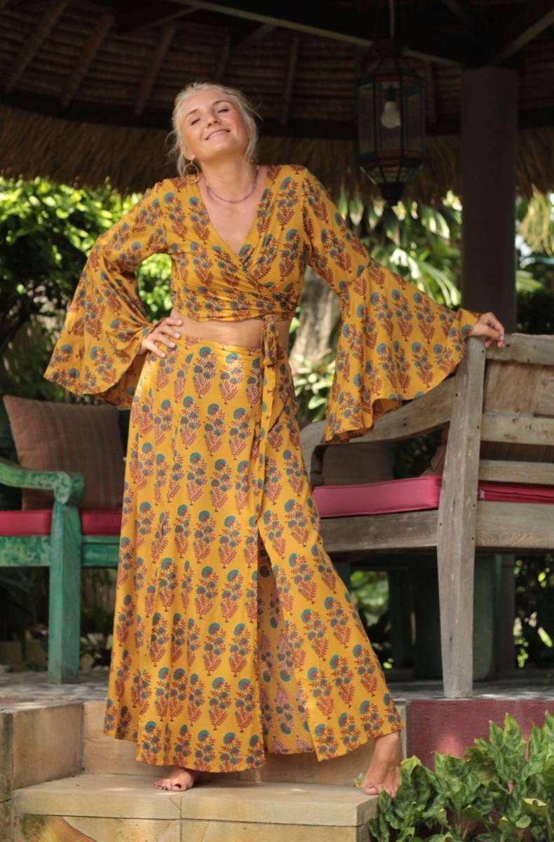 Boho Sommer Outfit Crop Wickelbluse mit Trompetenärmel und Maxirock Zweiteiler Sommer Boho Outfit