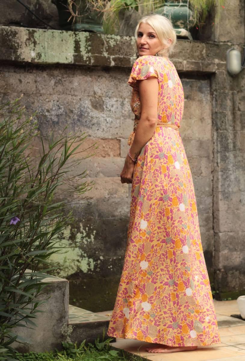 Boho Sommerkleid mit Blumen zum Wickeln Flatterhülse