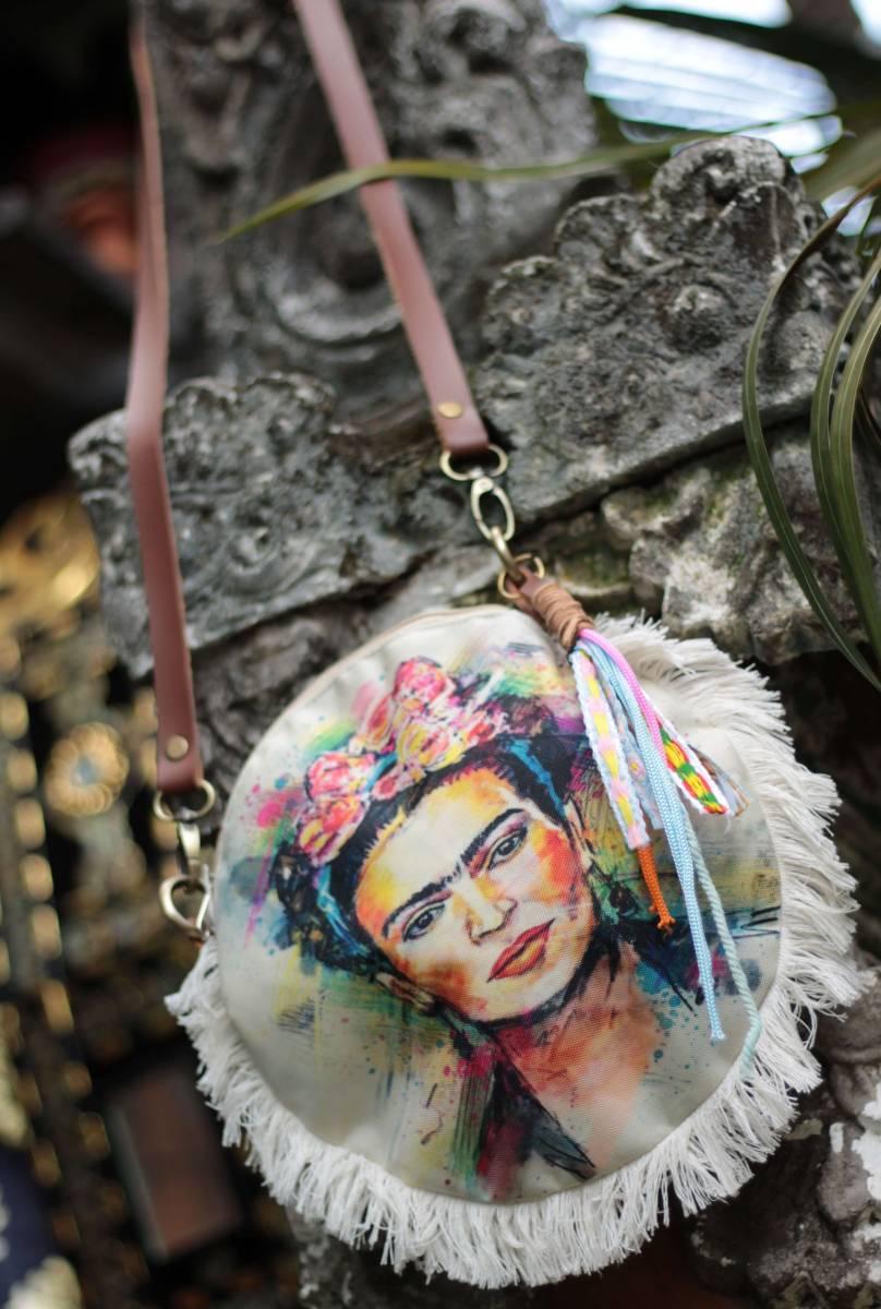 Kleine Boho Umhängetasche aus recyceltem Denim Jeans mit Frida Kahlo Print Tragetasche