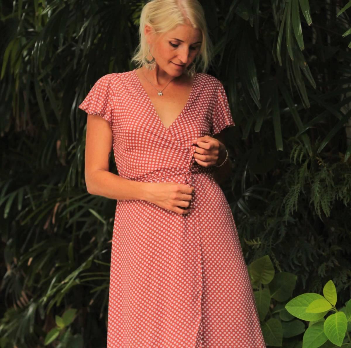 Polka Dot Kleid lang hellbraun weiss für den Sommer