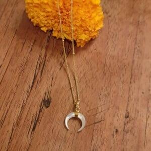 Feine Halbmond Halskette aus Perlmutt und 925 Silber 22 Karat vergoldet