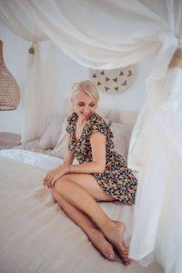 Boho Kleid Kurz Rückenfrei mit Blumen Sommerkleid