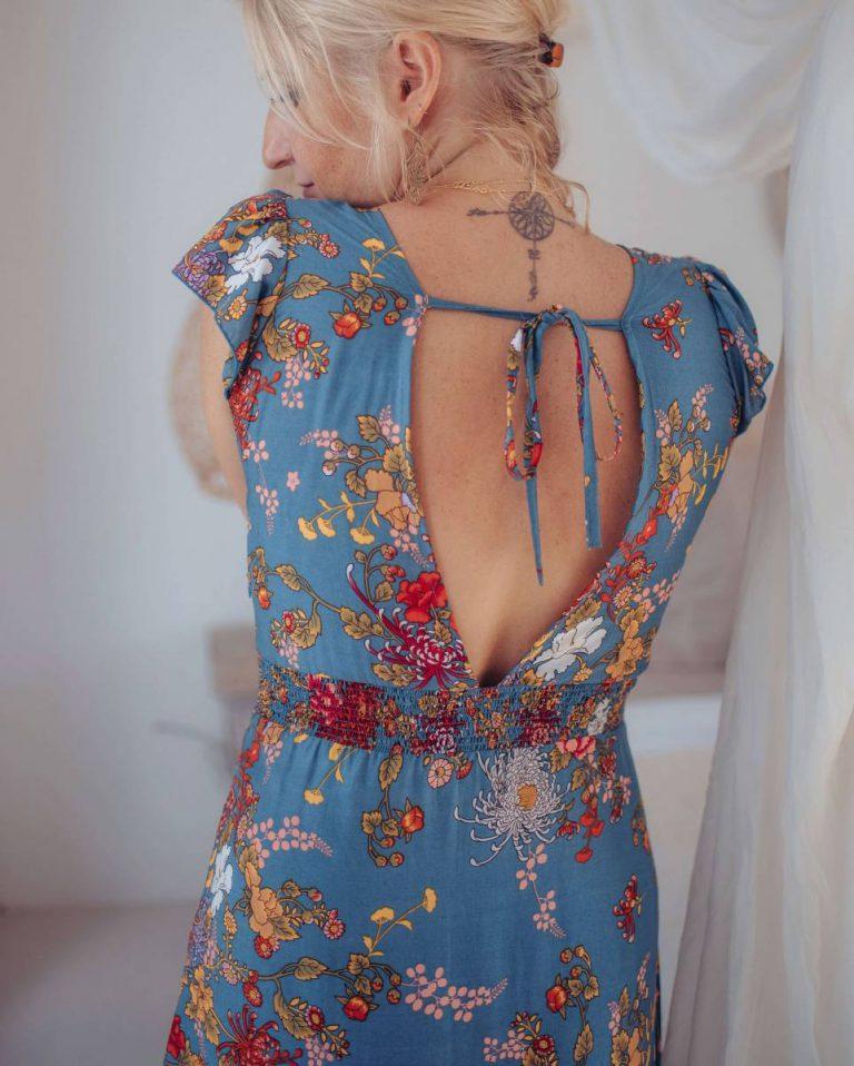Rückenfreies Kleid bodenlang in blau im Boho Style mit ...