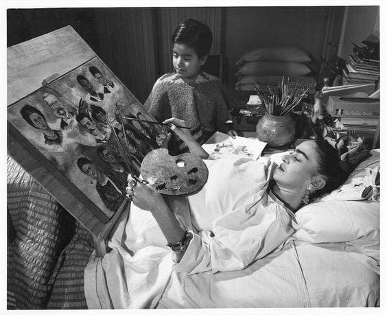 Frida Kahlo Malerei im Krankenbett