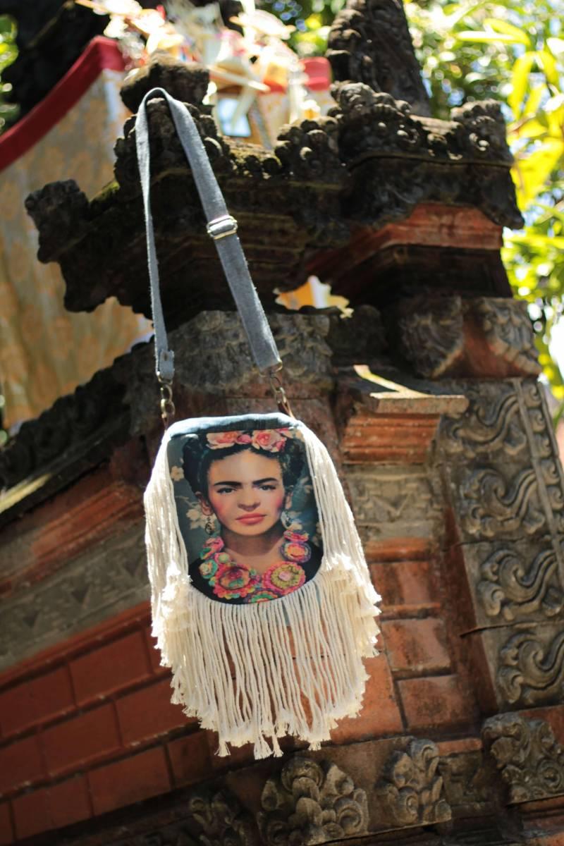 Frida Kahlo Tasche aus Jeans mit Fransen Handmade in Bali