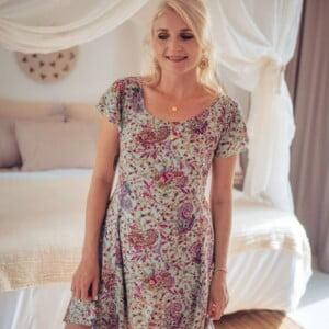 Kurzes babydoll Kleid mit Karree Ausschnitt Mintgrün Boteh Blumenmuster Boho Style