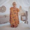 Kurzes Sommerkleid Gelb Boteh Muster Karree Ausschnitt Schmetterlingsärmel kurz