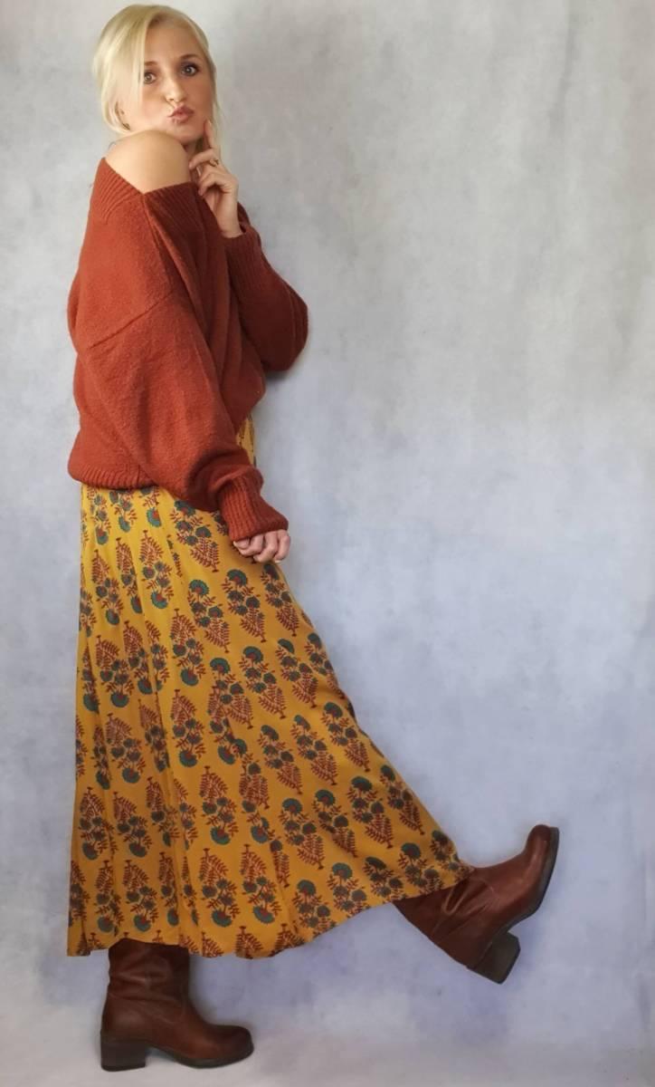 Boho Outfit für den Frühling Gelbes Kleid Hippie Style