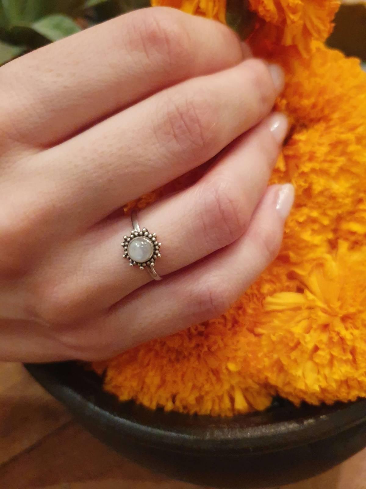 Feiner Ring Sonne aus Silber 925 Handgefertigt in Bali Mondstein