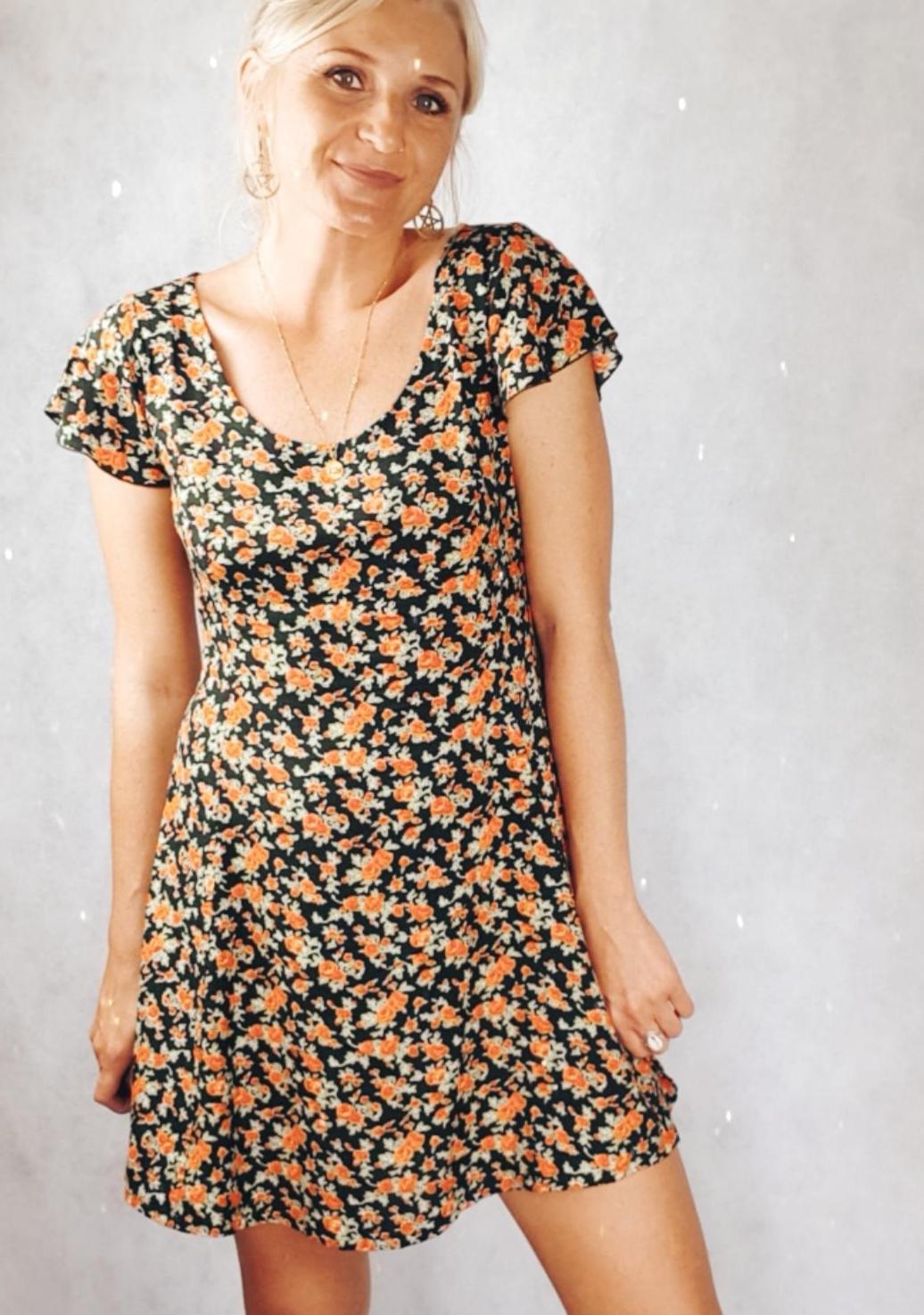 Babydoll Kleid mit Blumen im 90er Jahre Grunge Style